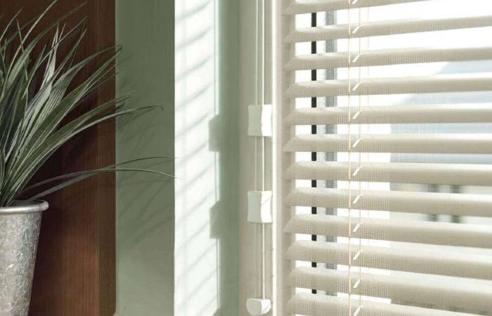 photo of a white venetian blind in a room